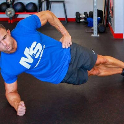 3 Killer Side Plank Variations to Build Your Obliques Featured Image